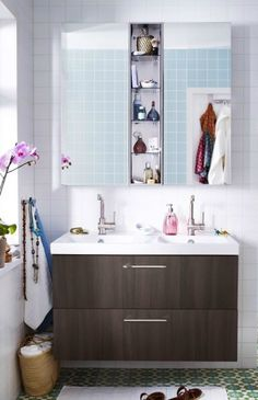 Time for ourselves is something we all need now and then. That's why IKEA makes bathroom furniture that gives you space for everything you need – and smart ways to organize it all.