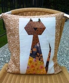 Kissen Katze Quilts, Blanket, Bed, Cat Breeds, Pillows, Stream Bed, Quilt Sets, Blankets, Log Cabin Quilts