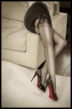 Leaves me breathless. Slingback heels - ruler straight seams - nylons pulled really tight - bottom sheathed in satin. It doesn't get better than this.