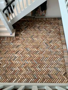 I want to recreate this pattern outside in my garden. This will make a great living space, and a decorative driveway, that has the same style and colorsceme as the inside of the house. Brick Wall Decor, Brick Laying, Garden Paving, Brick Architecture, Brick Design, Brick Flooring, Brick Patios, Home Upgrades, Brick And Stone