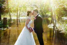 Ainolan puisto, hääkuva. Wedding portrait, kiss.
