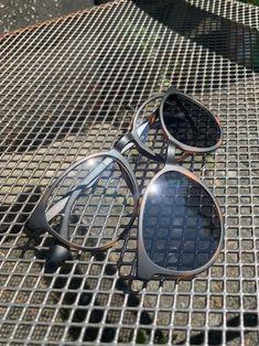 Diese Brillen aus der WHY NOT.-Kollektion werden im Handumdrehen zur Sonnenbrille. Der Sonnenclip wird durch Magneten an der Brille gehalten – super lässig. 😎  Damenmodell 3956, Herrenmodell 3978 – beide in der Farbe Havanna matt  #sonnenbrille #sonnenclip #brille #whynoteyewear #sonne #sommer #sun #sunglasses #eyewear #eyewearstyle #design #optiker #kobergtente Havanna, Beide, Clips, Super, Dame, Eyewear, Design, Sun, Eyeglasses