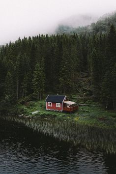 Lakeside cabin in Hoddevik Norway Forest Cabin, Forest House, Ideas De Cabina, Lakeside Cabin, Cabin In The Woods, Cabins And Cottages, Log Cabins, My Dream Home, Beautiful Places