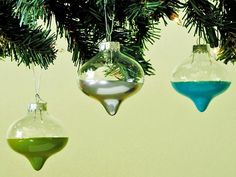 Retro Aluminum-Style Ornaments >> http://www.diynetwork.com/decorating/how-to-make-midcentury-modern-christmas-decorations/pictures/index.html?soc=pinterest