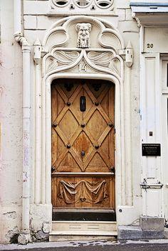 ♅ Detailed Doors to Drool Over ♅ art photographs of door knockers, hardware & portals - Door in Montmartre, Paris, France Cool Doors, The Doors, Unique Doors, Windows And Doors, Front Doors, Door Entryway, Entrance Doors, Doorway, Door Knockers