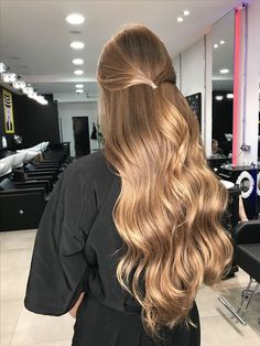 Hair Goals Balayage Ombre 23 Ideas For 2019 Messy Hairstyles, Medium Hairstyles, Summer Hairstyles, Pretty Hairstyles, Gorgeous Hair, Gorgeous Blonde, Hair Looks, Dyed Hair, Hair Inspiration