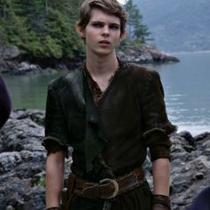 Robbie Kay is Peter Pan! Peter Pan Ouat, Robbie Kay Peter Pan, Peter Pans, Once Upon A Time Peter Pan, Once Up A Time, Peter Pan Disneyland, Peter Pan Imagines, Modern Disney Characters, Lost Boys