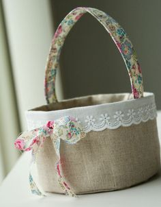Tinker Easter gifts - make pretty Easter baskets yourself - Tinker Easter gifts – make pretty Easter baskets yourself own sewing # - Burlap Crafts, Fabric Crafts, Sewing Crafts, Sewing Projects, Fabric Boxes, Fabric Basket, Sewing Baskets, Creation Couture, Easter Baskets