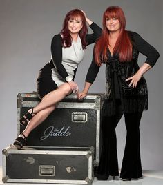 Today is Naomi Judd's birthday! So to celebrate, Richard will spotlight the Judds during the Alphabet Soup Kitchen in the Noon Hour only on KXOX! Country Female Singers, Country Western Singers, Country Musicians, Country Music Artists, Popular Music Artists, Best Country Music, Country Music Stars, Country Women, Country Girls