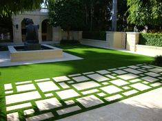 Terrassenplatten Aus Beton Asymmetrisch Kunstrasen Fugen Idee  Mediterran Modern Garten