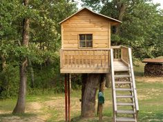 Great simple treehouse ~ follow link for plans.