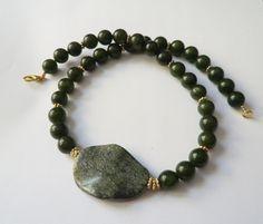 Jade - Jade-Kette Collier mit Jasper in grün-gold - ein Designerstück von…