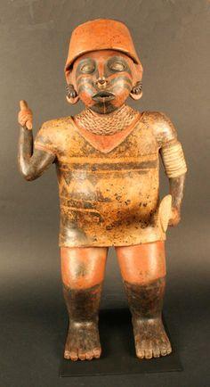 Museo Chileno de Arte Precolombino » Figura antropomorfa masculina,  Cerámica. Periodo: 200 a.C. - 500 d.C.