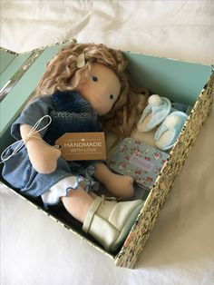 She's on her way to a new home, by poppenvrienden. Baby Massage, Felt Dolls, Baby Dolls, Toys For Girls, Kids Toys, Grandpa Birthday Gifts, Gifts For Your Girlfriend, Sewing Dolls, Doll Maker