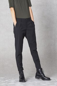 Classic Elvine trousers that offer the sophisticated street look that has become the Elvine signature. Regular waist and dropped crotch combined with