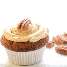 """Having fun on baking friday.... Maple syrup cupcakes for the weekend!  http://powerbeautyfood.nl/ahornsiroopmuffins.html  #maplesyrup #ahornsiroop…"""