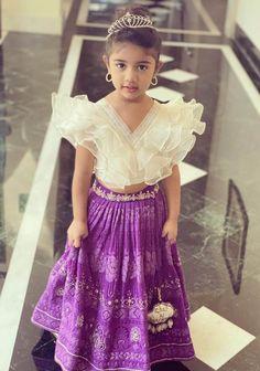 Kids Party Wear Dresses, Kids Dress Wear, Kids Gown, Designer Party Wear Dresses, Dresses Kids Girl, Girls Frock Design, Kids Frocks Design, Baby Frocks Designs, Kids Lehanga Design