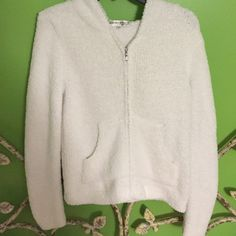 SUPER SOFT, COZY ZIPPER JACKET fluffy, white, and super soft, with pockets and a hood. VERY STRECHY barefoot dreams Jackets & Coats