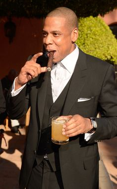Jay Z Cigar Celebrity Dads - - Celebrity Smokers, Celebrity Dads, Women Smoking Cigars, Cigar Smoking, Smoking Pipes, Smoking Room, Good Cigars, Cigars And Whiskey, Jay Z Meme