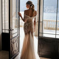 #Berta #vakkowedding #bridal Berta Wedding Gowns, Berta Bridal, Glamour, Wedding Places, Bridal Style, Bridal Dresses, Designer, Wedding Inspiration, Wedding Ideas