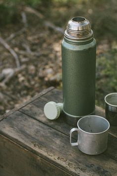 Thermos to keep tea/ coffee warm Go Camping, Outdoor Camping, Camping Cabins, Outdoor Cafe, Camping Style, Outdoor Wear, Outdoor Living, Stanley Thermos, Coffee Thermos