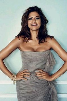 Mendes interview Eva Mendes -- I GUESS I can see what Ryan Gosling sees in her. =PEva Mendes -- I GUESS I can see what Ryan Gosling sees in her. Beautiful Celebrities, Gorgeous Women, Beautiful People, Beautiful Teeth, Beautiful Gorgeous, Absolutely Gorgeous, Girl Crushes, Actrices Hollywood, Glamour