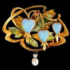 Art Nouveau plique-a-jour enamelled opal pendant / brooch, ca.1900.
