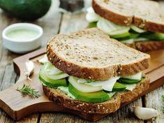 Abends auf Brot verzichten muss nicht sein. Mit den Tricks der Abendbrot-Diät purzeln abends die Pfunde ohne großen Verzicht.