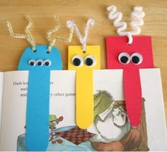Monster bookmark craft for kids Bookmarks Kids, How To Make Bookmarks, Homemade Bookmarks, Creative Bookmarks, Paper Bookmarks, Kids Crafts, Craft Projects, Monster Bookmark, Marque Page