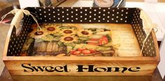 tray with Sunflowers Tole Painting, Painting On Wood, Palet Projects, Homemade Bookmarks, Halloween Ribbon, Wood Pallet Furniture, Decoupage Box, Pintura Country, Spring Painting