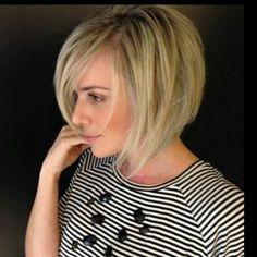Glatte Haare? Kein Problem … Schau Dir diese 13 frischen glatten Frisuren für mittellange Haare an! - Neue Frisur