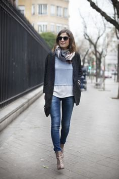 Tan a gustito. Comfy. Jeans. Street style outfits. Looks de street style. Fashion Blogger.