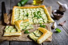 Delicious, simple and versatile. This Zucchini Tart is made with puff pastry and cream cheese herb goodness. Zucchini Tarte, Light Summer Dinners, Sauteed Squash, Frozen Puff Pastry, Snacks Für Party, Supper Recipes, Vegetarian Cheese, Family Meals, Food To Make