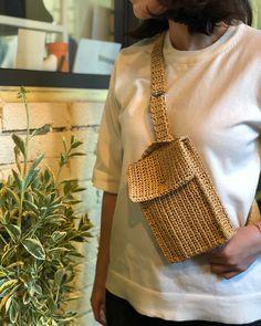 How To Crochet A Shell Stitch Purse Bag - Fio de malha - Crochet Handbags, Crochet Purses, Crochet Bags, Crochet Wallet, Knit Crochet, Best Leather Wallet, Straw Handbags, Summer Handbags, Macrame Bag