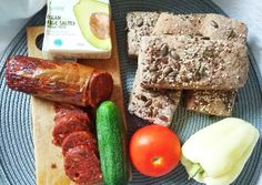 Gluténmentes teljes kiőrlésű magvas kenyérkék   Ágnes Cserepes receptje - Cookpad receptek Sausage, Paleo, Meat, Chicken, Food, Sausages, Essen, Beach Wrap, Meals