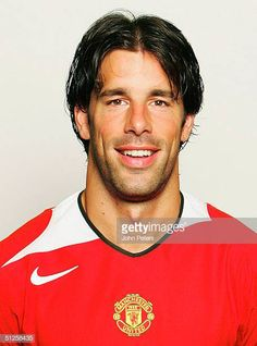 A portrait of Ruud van Nistelrooy at the annual club photocall at Old Trafford on August 22 2004 in Manchester England Manchester United Legends, Manchester United Players, Manchester England, Ruud Van Nistelrooy, Old Trafford, Man Utd Fc, John Peter, Man United, August 22