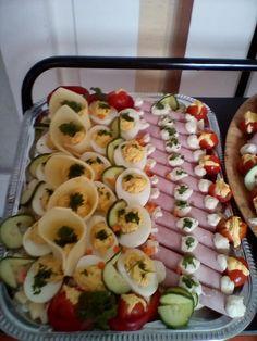 Szerző: Zsuzsanna Spirk (Ketkes - Mit főzzek holnap? Recept ötletek tőletek) Food Platters, Sushi, Easter, Ethnic Recipes, Easter Activities, Sushi Rolls