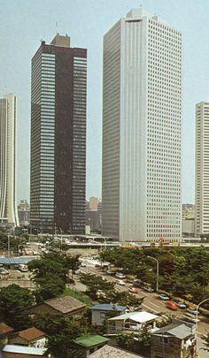 昭和50年頃 木造住宅と超高層ビル(新宿)