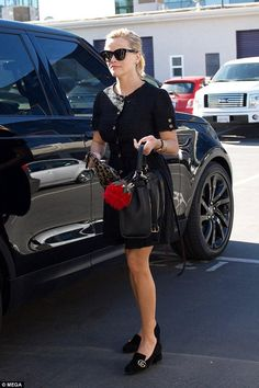 527e5918212 Reese Witherspoon wearing Gucci Suede Mid-Heel Pump in Black