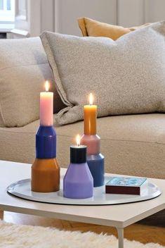 Wir setzen auf Accessoires in Lavendel. Kerzenständer in Flieder sehen nicht nur schön aus, sondern holen ein sommerliches Gefühl in deine vier Wände. Candle Holders, Candles, Inspiration, Lilac Flowers, Lilac, Lavender, Dinner Table, Homemade, Dekoration
