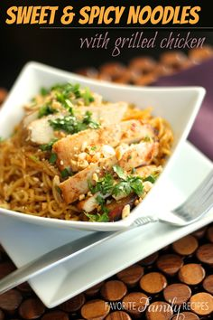 This Sweet and Spicy Noodles with Grilled Chicken dish is so flavorful! It is a quick and easy dinner the whole family loves. Paula Deen, Pasta Dishes, Food Dishes, Main Dishes, Food Food, Asian Recipes, Healthy Recipes, Delicious Recipes, Desserts