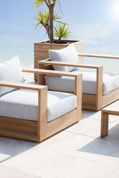 Representing pure modernism, meet the Hayman Teak Arm Chair. Outdoor Sofa, Outdoor Furniture Design, Rustic Furniture, Modern Furniture, Modern Wood Chair, Furniture Knobs, Futuristic Furniture, Furniture Nyc, Plywood Furniture
