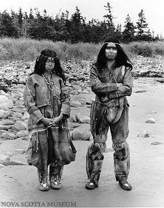 1980 Mi'kmaq actors Janice Denny and Joe B. Marshall wear reproductions of traditional clothing century, Nova Scotia Museum Native American Photos, Native American Tribes, Native American History, Cherokee, Warrior Spirit, Navajo, Native Indian, First Nations, Historical Photos