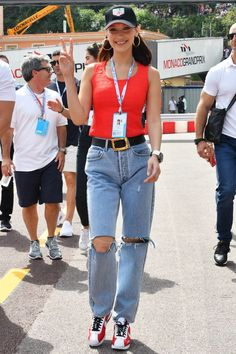 Bella Hadid Wore the Coolest Airport Jeans Bella Hadid Photos, Bella Hadid Style, Monaco Grand Prix, Off Duty, Who What Wear, Kendall, Mom Jeans, Street Style, Style Inspiration