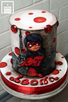 Ladybug Cakes, Owl Cakes, Beautiful Birthday Cakes, Beautiful Cakes, Miraculous Ladybug Party, Fantasy Cake, Edible Printing, Barbie Cake, Crazy Cakes