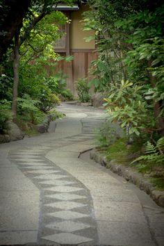 石畳(A stone pavement) GION KYOTO, JAPAN