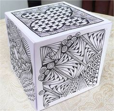 Zentangle Weekly Challenge # 39 : Cube - have you seen this Auntie Jenny! Zentangle Drawings, Doodles Zentangles, Art Drawings, Doodle Patterns, Zentangle Patterns, Intro To Art, Art Cube, Middle School Art Projects, Elements And Principles