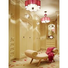 Wow, what a luxury. I need one walk in closet like this!