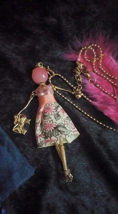 ravissant sautoir poupée articulee robe à adopter ! : Collier par ka-precioza