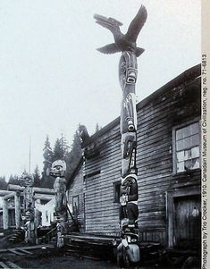 Raven-of-the-Sea pole in situ, the original version with wings extended. Carved by Mungo Martin (ca 1881 - 1962), Kwakwaka'wakw.